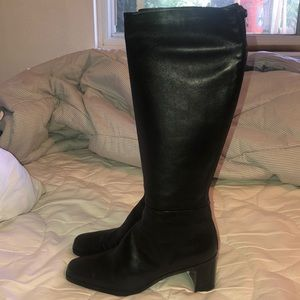 Stuart Weitzman Leather knee high boots in black